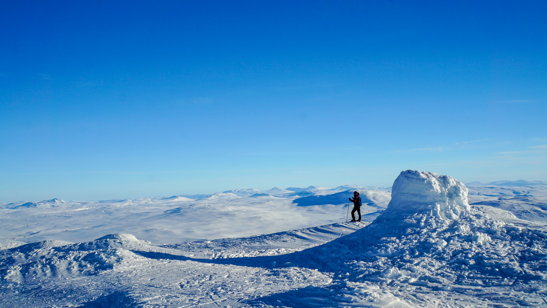 Skiing in winter by Vestre Brandtsfjell, Lierne, Namdalen. Photo: Kristian F. Nesser