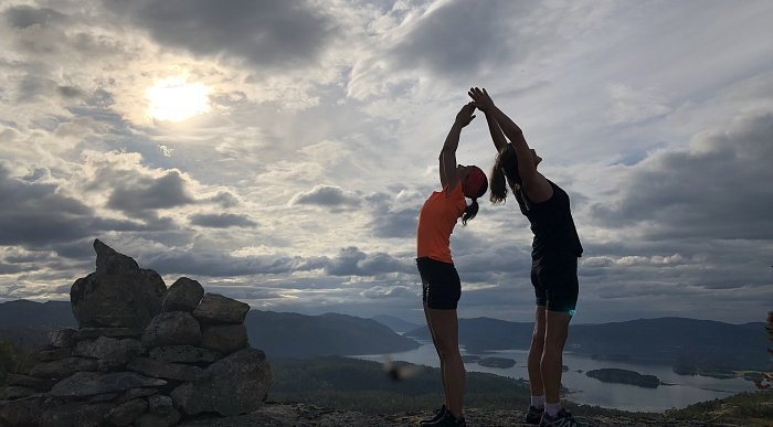 Yoga while on hiking trips near Namsos city centre. Photo: Bente Snildal